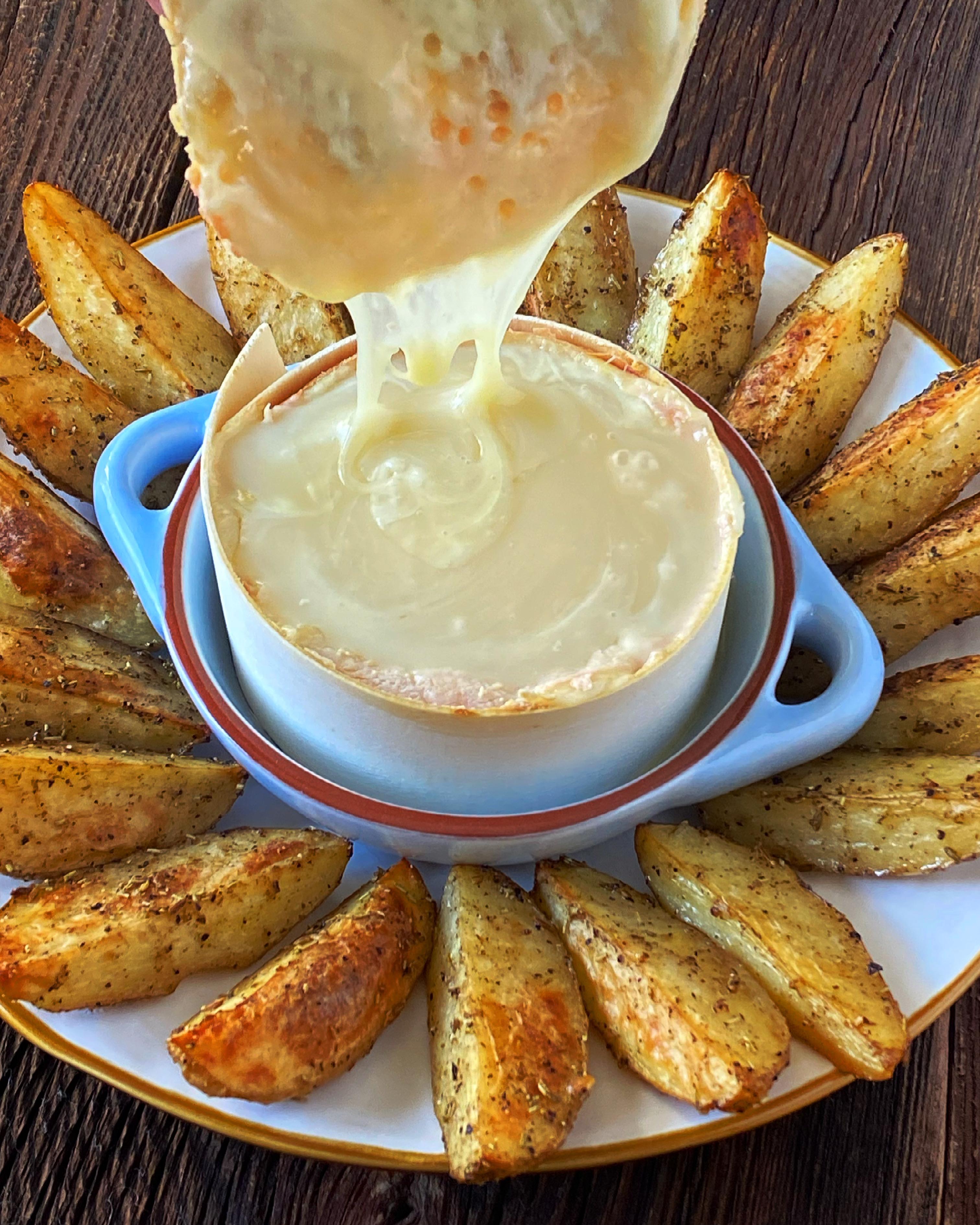 Torta del Casar z pieczonymi ziemniakami