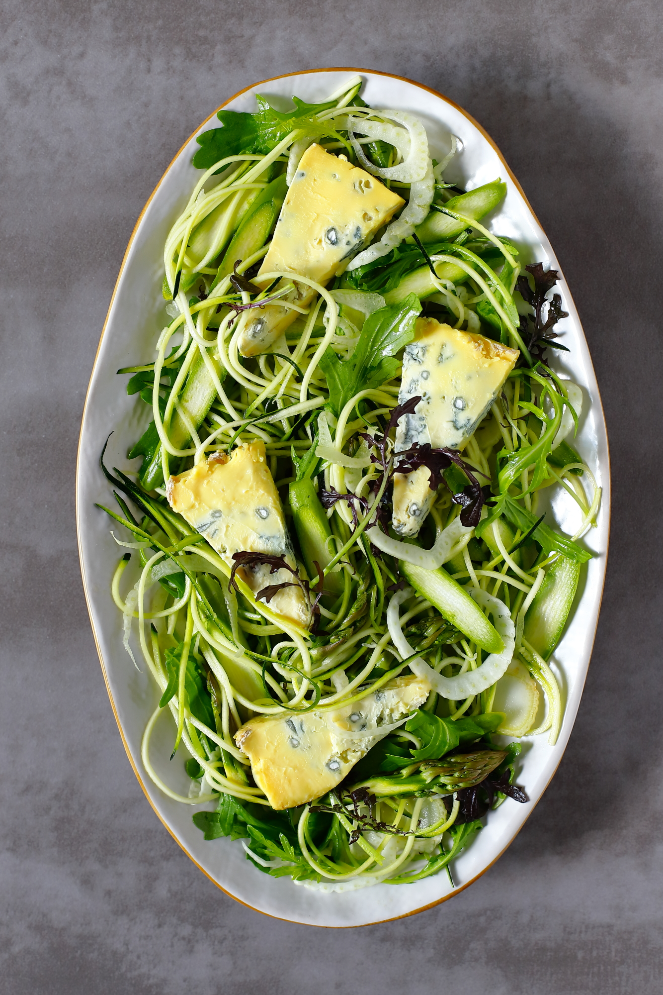 Sałatka ze szparagów i cukinii