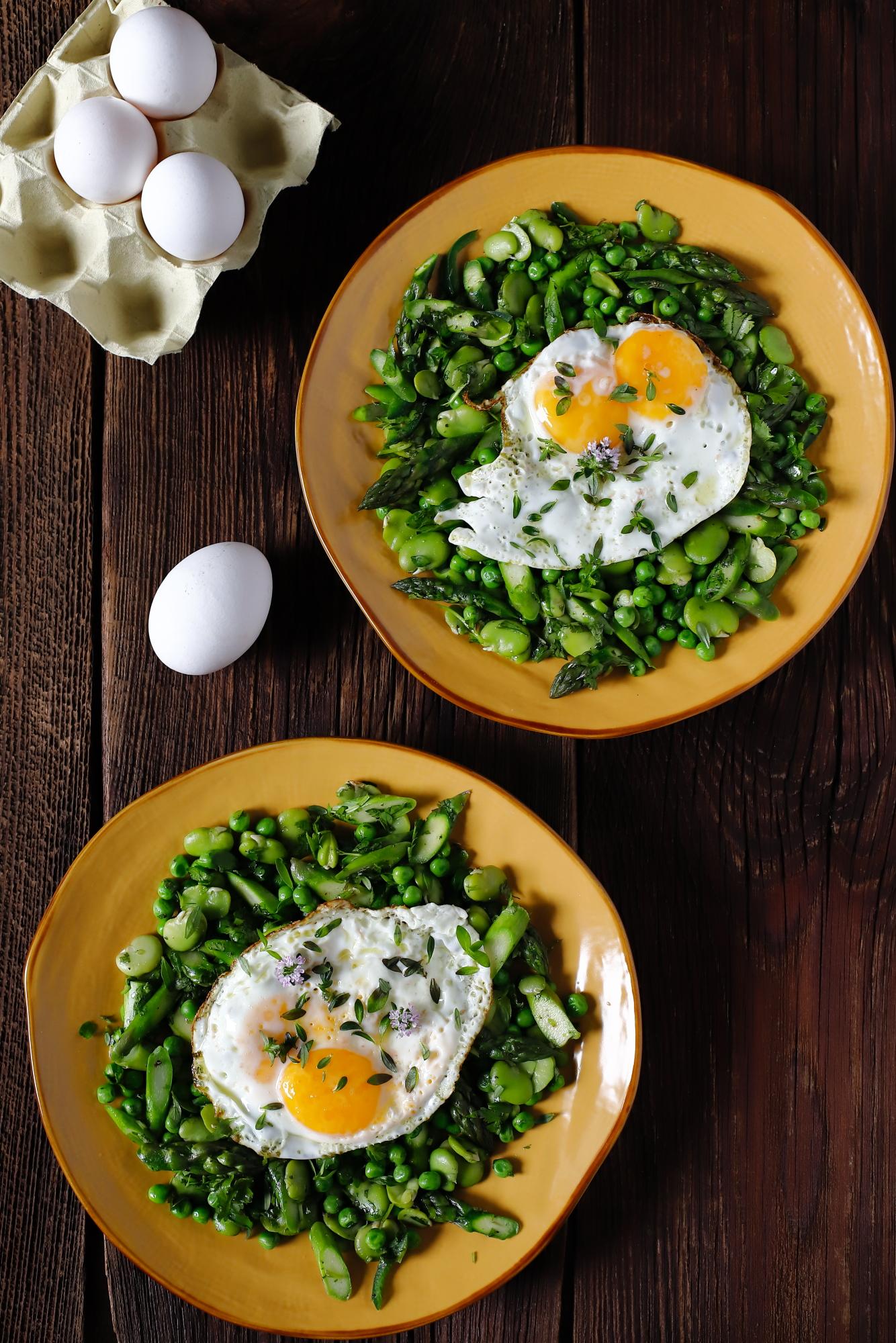 Zielone warzywa z jajkiem