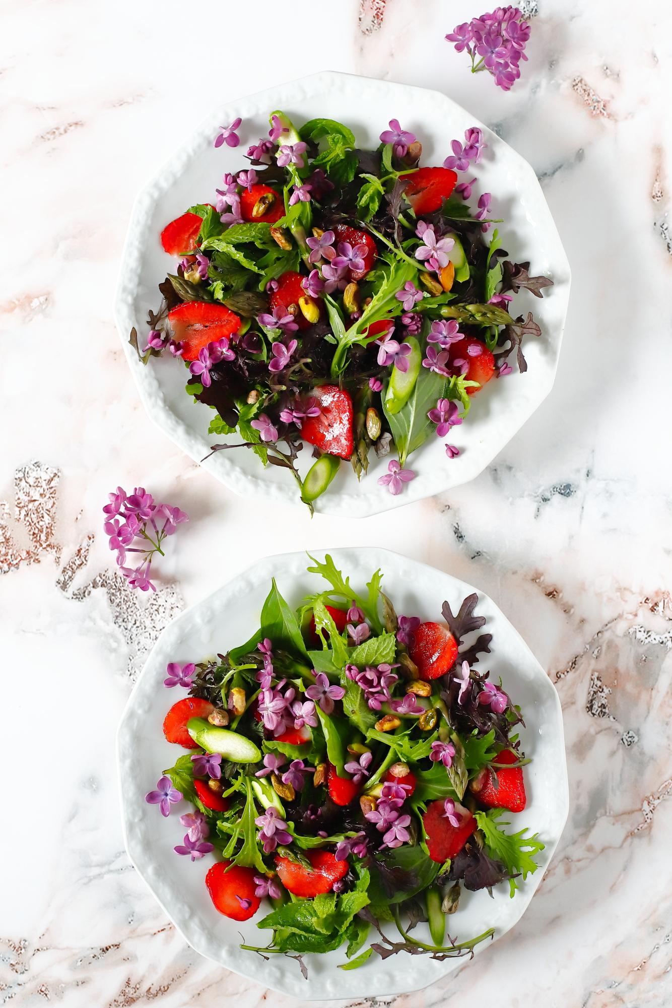 Sałatka z kwiatami bzu