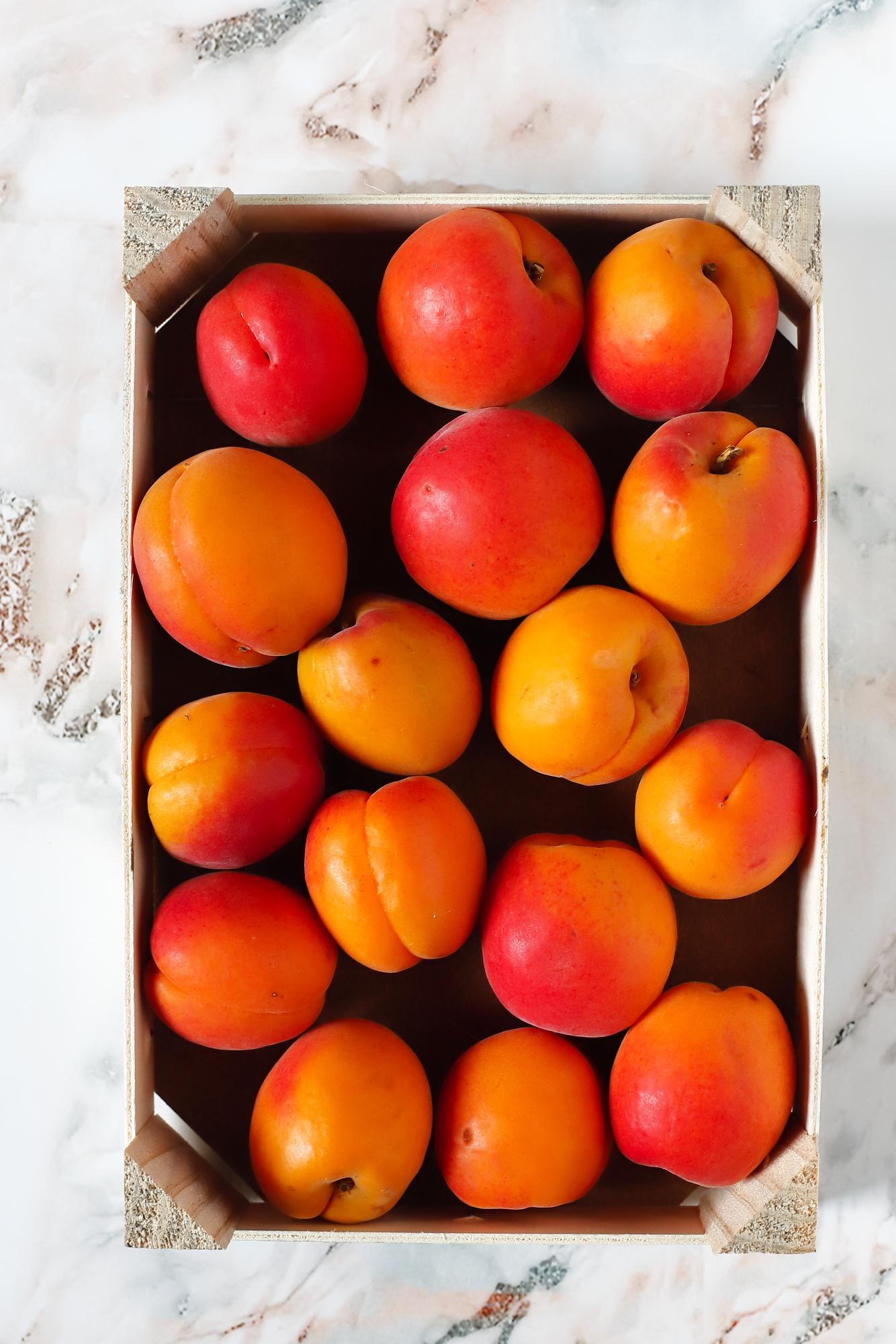 Duszone morele w likierze pomarańczowym