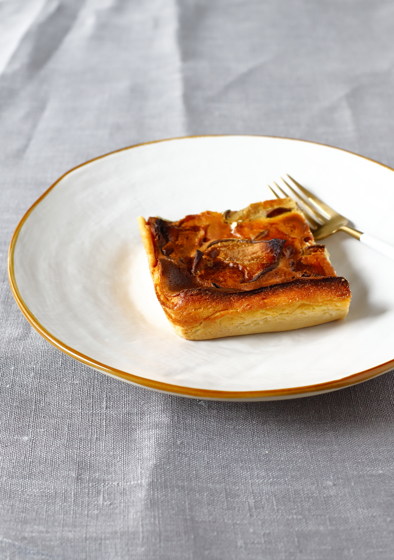 Far Breton z suszonymi gruszkami macerowanymi w herbacie