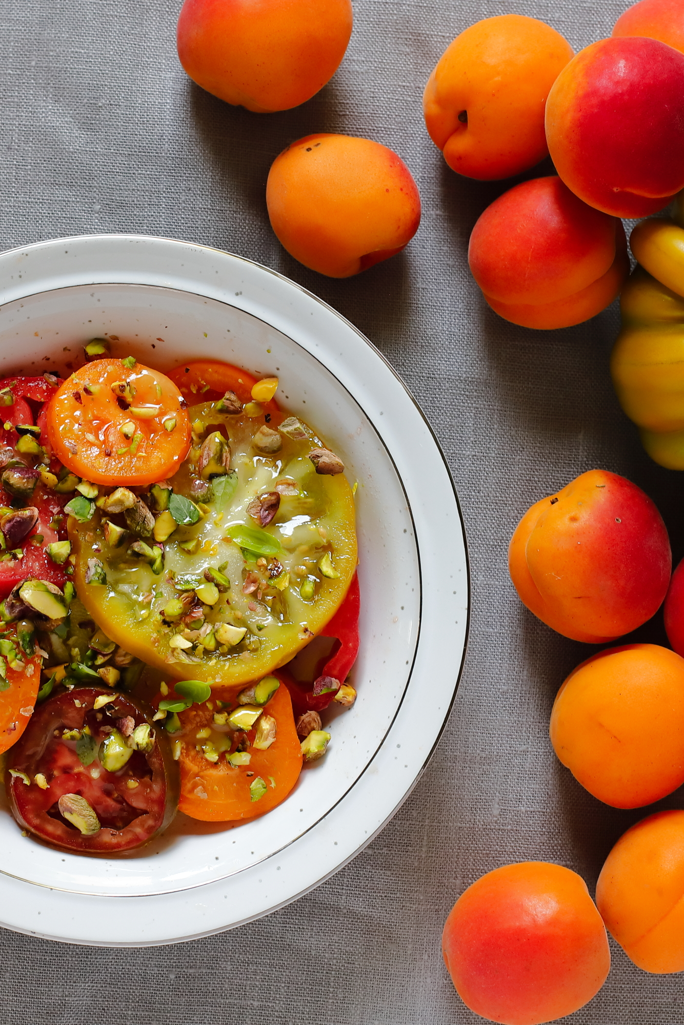 Sałatka z pomidorów i moreli