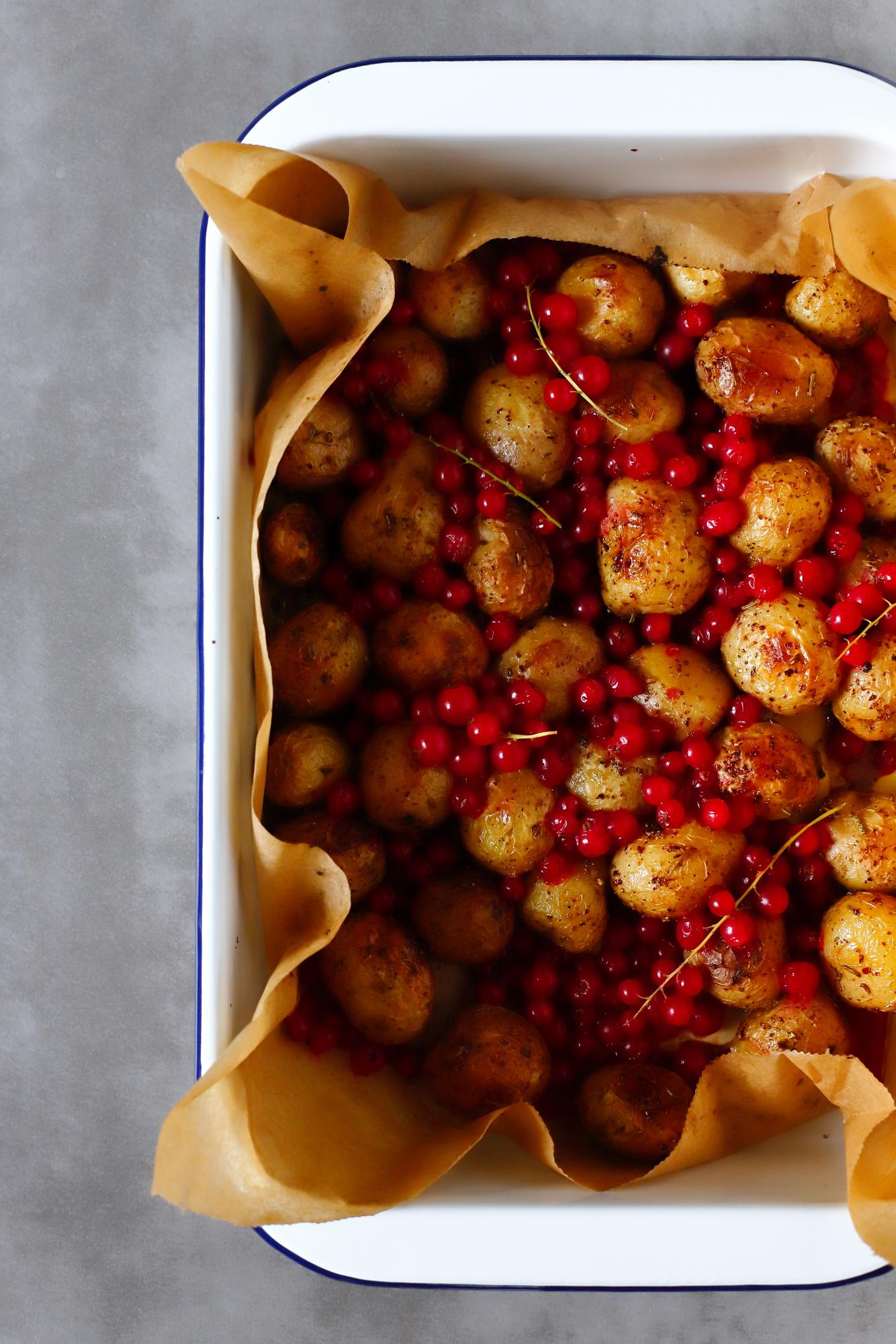 Ziemniaki pieczone z porzeczkami
