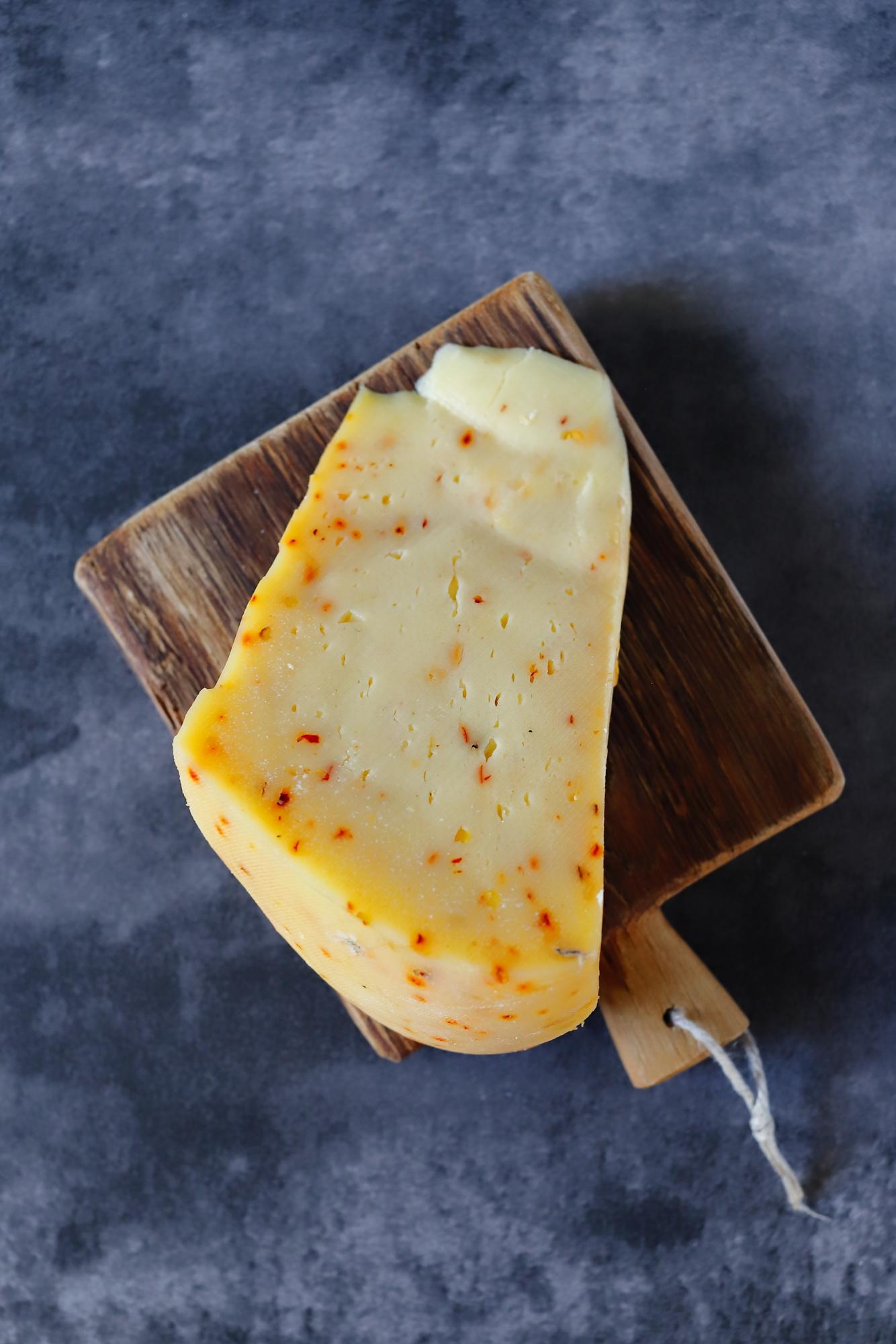 Pikantna sałatka z chilli i orzechami macadamia
